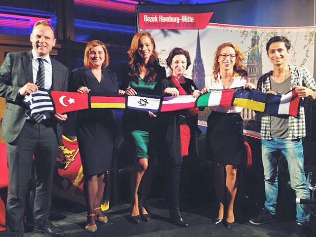 Andy Grote, Katharina Fegebank, Johanna von Sachsen-Coburg, Sibilla Pavenstedt, Carola Veit und Jalal Hosseini mit Miniweltschal